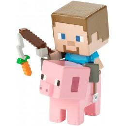 Minecraft - Steve na śwince - Figurka FVH08 FVH09